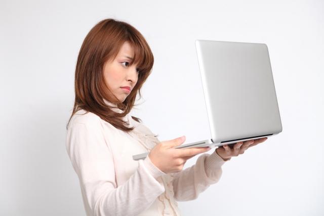 ブルースクリーンに対処する女性