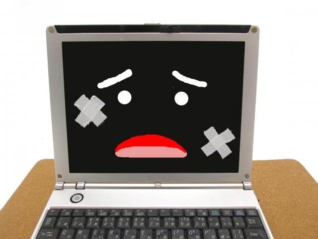 画面が割れたパソコン